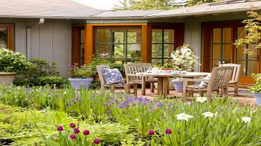 4 Smart and Affordable Tips for Decorating Outdoors