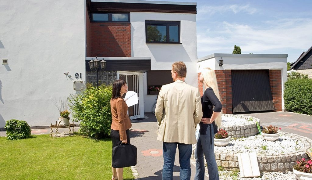 Top Reasons to Work with a Real Estate Agent to Buy or Sell Your Property